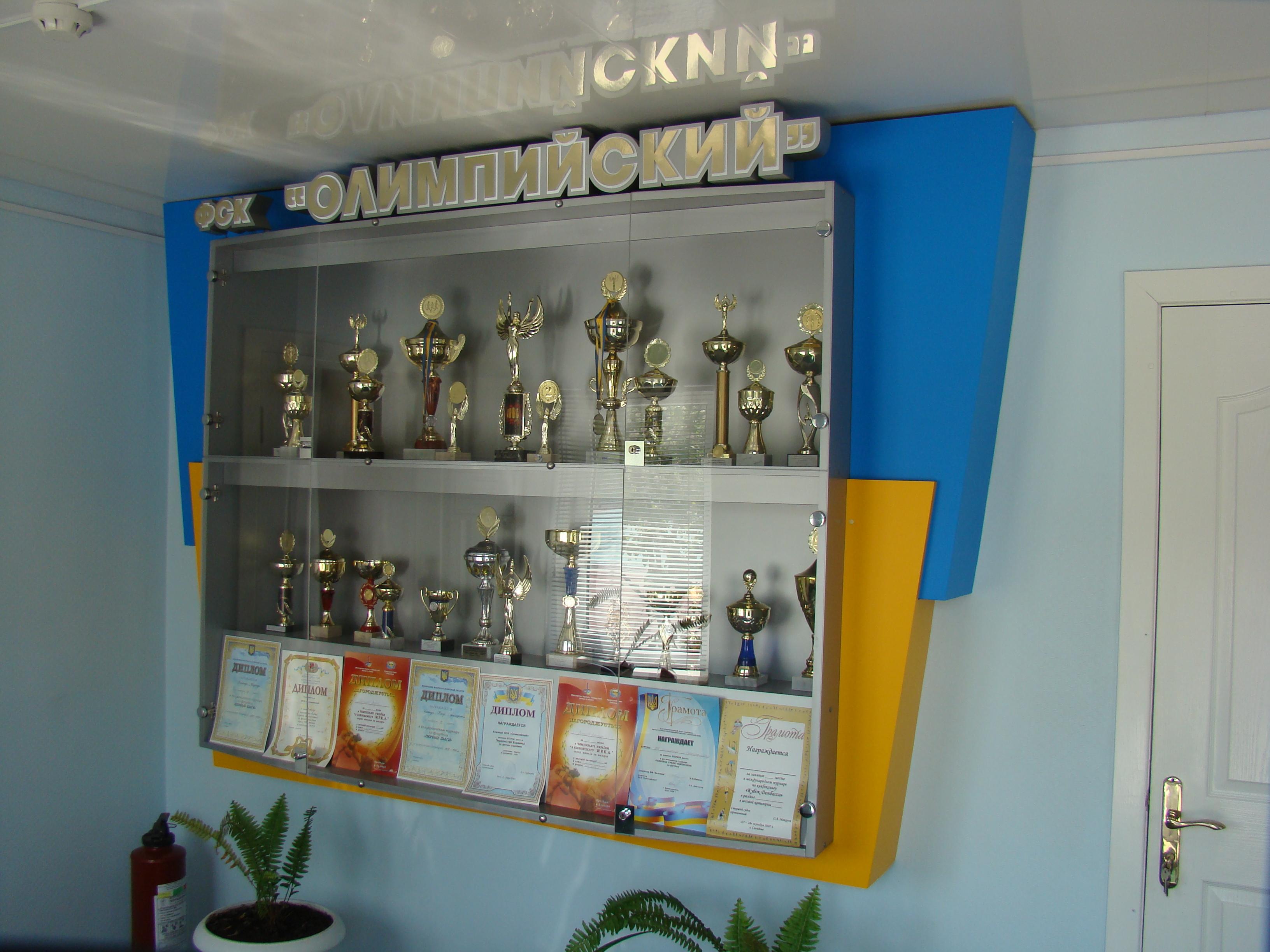 Стенд для кубков и медалей своими руками