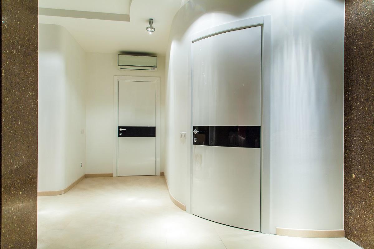 двери входные металлические в стиле минимализм