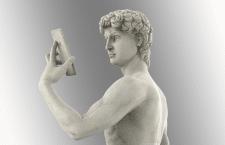 Давид с айфоном