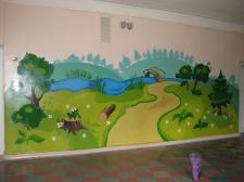 Роспись стены в школе