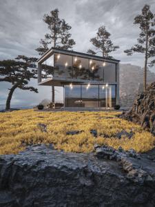 Небольшой домик на скалах у моря