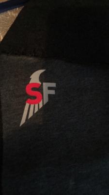 Дизайн логотипа для спортивной одежды