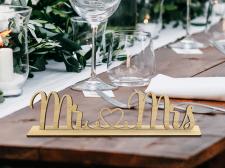 Візуалізація дерев'яного знаку на стіл