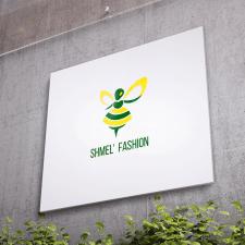 Вывеска с логотипом для шоурума женской одежды
