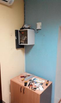 Спрятать все провода выходящие со стены
