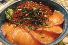 Рыбные деликатесы и икра – подарок водной стихии