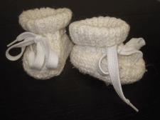 Пинетки для малыша  с белыми шнурками