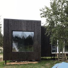 Дачный домик с панорамными окнами.