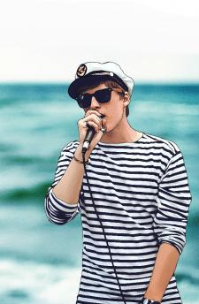 Арт. Певец-моряк.