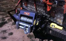 Автомобильная лебедка электрического типа