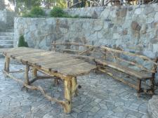Обеденный стол для большой семьи