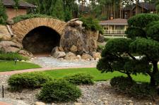 Печера в саду