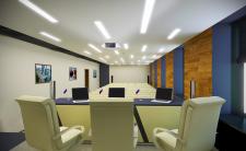 Интерьер конференц-зала в административном здании