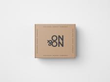 Коробка от товара - логотип магазина ON&ON