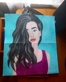 Портрет девушки карандашом на бумаге