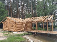 Деревянная баня на берегу реки