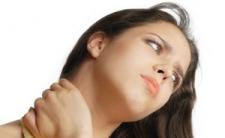 Затекает шея и болит позвоночник после работы?