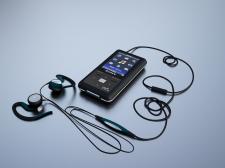 Модель плеера Sony NWZ-S616F и наушниками Sennheiser