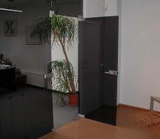 Перегородка с распашной дверью