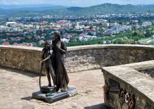 Жіноча оборона замку Паланок: візит до бронзової г