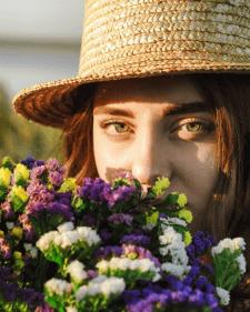 Портрет девушки с цветами