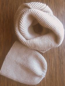 Вязаная шапка бини и снуд