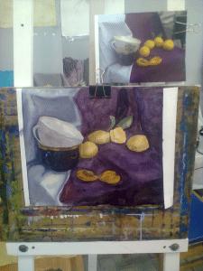 Натюрморт с кружками и абрикосами