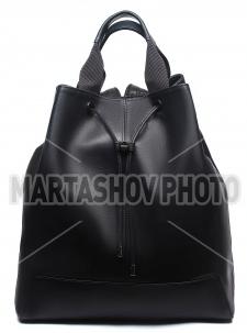 Фотосъемка кожаных рюкзаков для печатного каталога
