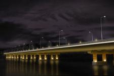 Освещение моста ночью