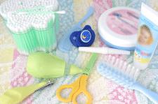 Предметы детской гигиены – от локонов до пяточек