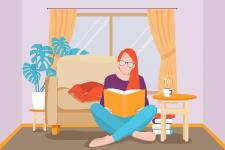 Девушка читает дома