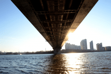 Под мостом / Under the bridge