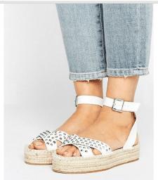 Белая обувь: ультрамодные пары сезона