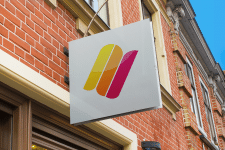 Логотип для магазина яркой одежды