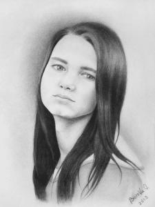 Черно-белый портрет девушки