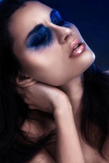 Бьюти-ретушь модели для макияжа с блестками