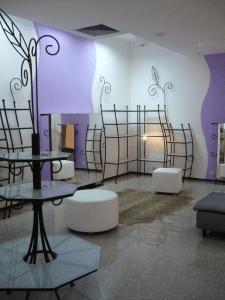 Кованая мебель в бутик обуви и аксессуаров