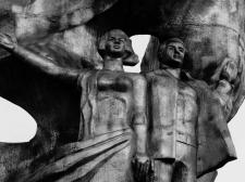Цветокоррекция фотографии статуи.