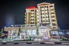 Отель Аврора вечерний фасад