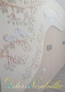 Голубки - лепка на стене